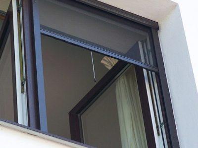 cửa lưới chống muỗi cuốn dọc
