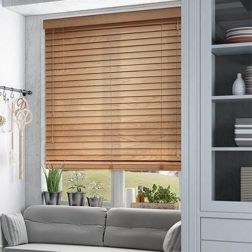 rèm cửa sổ gỗ phòng khách nhỏ