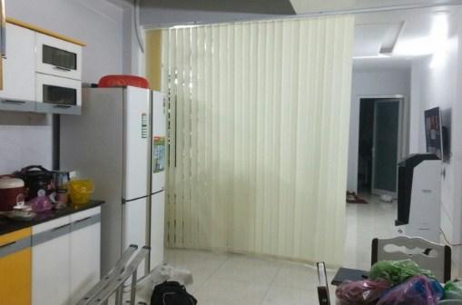 rèm lá dọc ngăn phòng